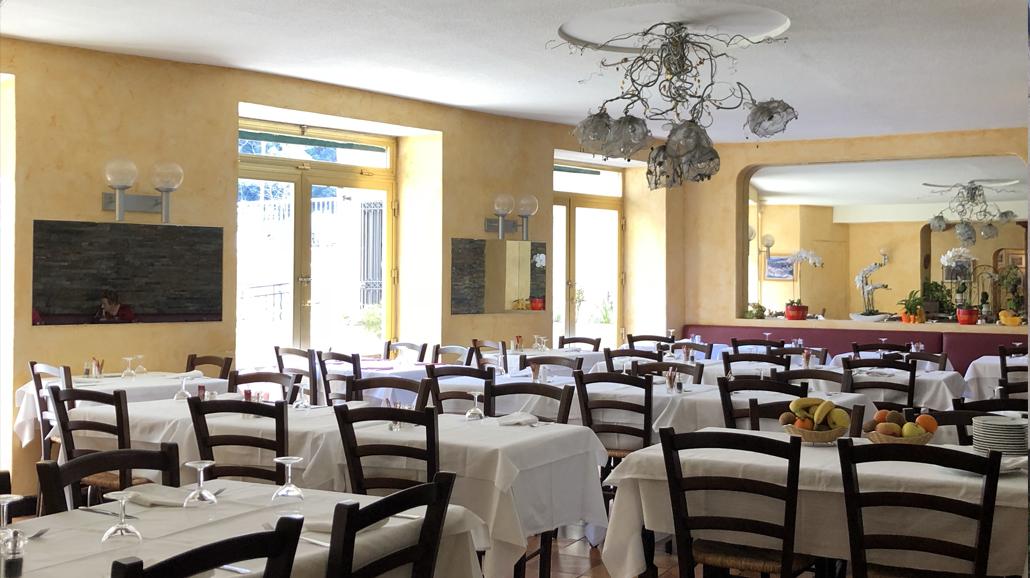 Salle du restaurant de l'hôtel